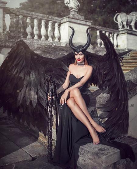 Xét riêng về mức độ quyến rũ thì Maleficent của Maria Muratova cũng chẳng hề thua kém phiên bản tiên hắc ám của Angelina Jolie