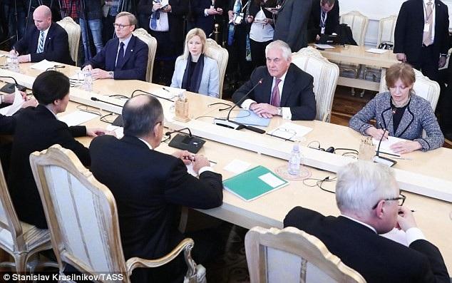 Bà Gross (phải) từng tháp tùng cựu Ngoại trưởng Tillerson tới Moscow (Ảnh: TASS)
