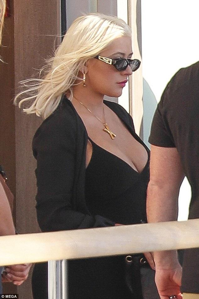 Christina Aguilera sống trầm lặng hơn sau khi sinh con thứ 2