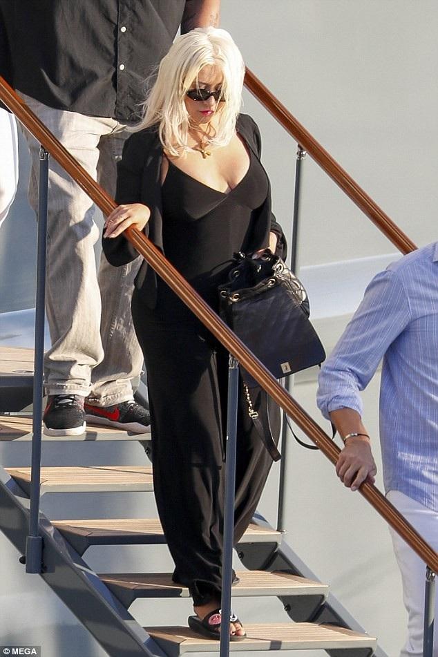 Ngắm nhìn Christina Aguilera, ít người nghĩ cô đã 38 tuổi và qua 2 lần sinh nở