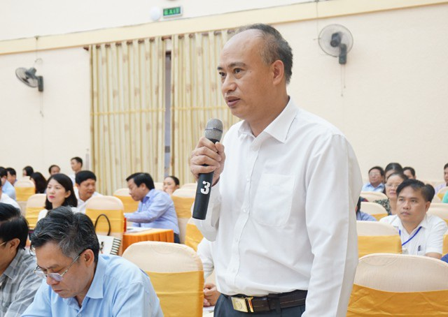 Ông Trịnh Phương Trâm - Giám đốc Điện lực Nghệ An giải trình các bất cập trong quản lý điện