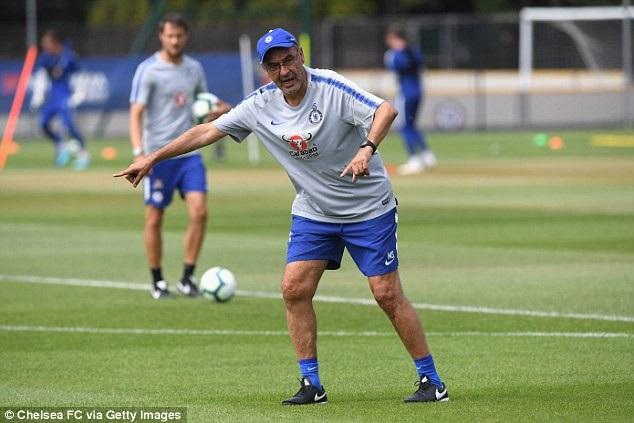 Maurizio Sarri sẽ phải chịu nhiều áp lực lớn khi mà dẫn dắt Chelsea. Nhiều người cho rằng chiến lược gia người Italia không đủ tầm để dắt dắt Chelsea, ông sẽ phải đưa Chelsea tối thiểu lọt vào tốp 4 Premier League