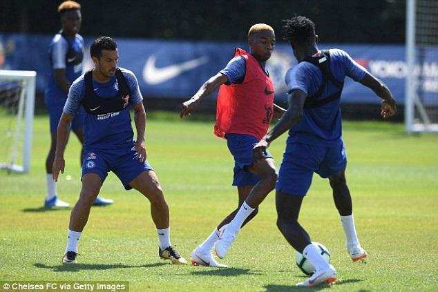 Charly Musonda (giữa) cần chứng minh giá trị của mình nếu muốn ở lại Chelsea. Nửa cuối mùa giải trước anh đã được đem cho Celtic mượn