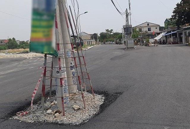 Mở rộng đường giao thông khiến cột điện án ngữ giữa đường