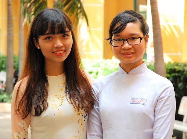 Cô Trần Thị Quỳnh Anh (bên phải)