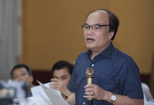 Đại biểu Nguyễn Thanh Hoàng - Chủ tịch UBND huyện Kỳ Sơn cho rằng người dân đã hiến đất, hiến nhà, hiến cả mồ mả tổ tiên nhưng được hưởng lợi từ các công trình thủy điện quá ít.