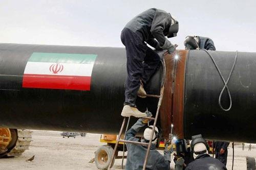 Nguồn dầu xuất khẩu của Iran được cho là đang giúp ổn định thị trường dầu mỏ thế giới hiện nay Ảnh: IRNA