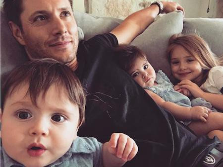 """Trên phim thì Jensen Ackles có thể là một thợ săn quỷ cứng rắn nhưng ở ngoài đời, nam ca sĩ, diễn viên này cũng chỉ là một bậc phụ huynh vô cùng bận rộn. Từng thú nhận """"làm bố là công việc không bao giờ kết thúc"""" nhưng Jensen Ackles vẫn biết cách giúp con gái mình trở thành công chúa và đón nhận hạnh phúc của một ông bố đảm."""
