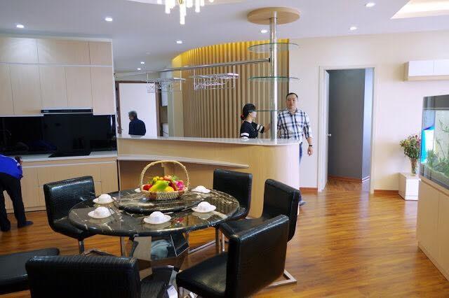 Dự án có nhà mẫu để khách hàng dễ dàng trải nghiệm thiết kế, không gian căn hộ ( Ánh sáng tự nhiên luôn ngập tràn trong từng căn hộ )