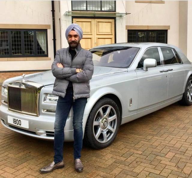 Đại gia Anh gốc Ấn chơi xe Rolls-Royce tiệp màu khăn quấn đầu - 5