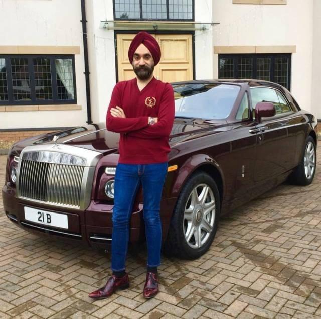 Đại gia Anh gốc Ấn chơi xe Rolls-Royce tiệp màu khăn quấn đầu - 4