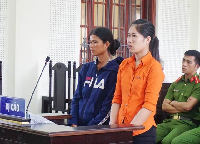 Cụt Thị Thông (áo đen) và Ven Thị Mão tại phiên tòa
