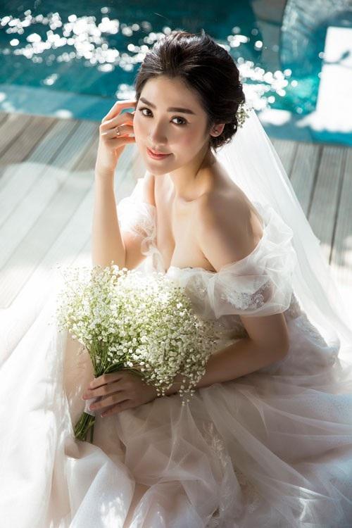 Ảnh cưới ngọt ngào của Á hậu Tú Anh và vị hôn phu Gia Lộc - 1