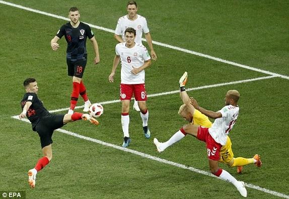Croatia có pha tấn công nguy hiểm với 3 cú dứt điểm liên tiếp