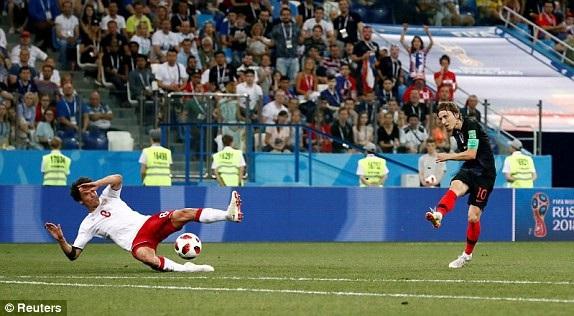 Cú dứt điểm thiếu chính xác của Modric