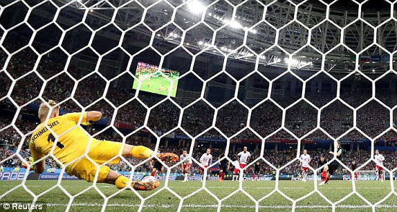 Luka Modric đá hỏng phạt đền