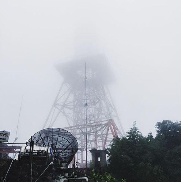 Tháp Truyền Hình nằm ở độ cao 1.375m trên đỉnh Thiên Nhị Ảnh: @tuonghoang_vananh