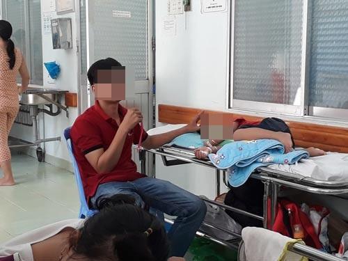 Cảnh bệnh nhi và thân nhân nằm ngoài hành lang tại Bệnh viện Nhi Đồng 2 (TP HCM. )Ảnh: Mỹ Lệ