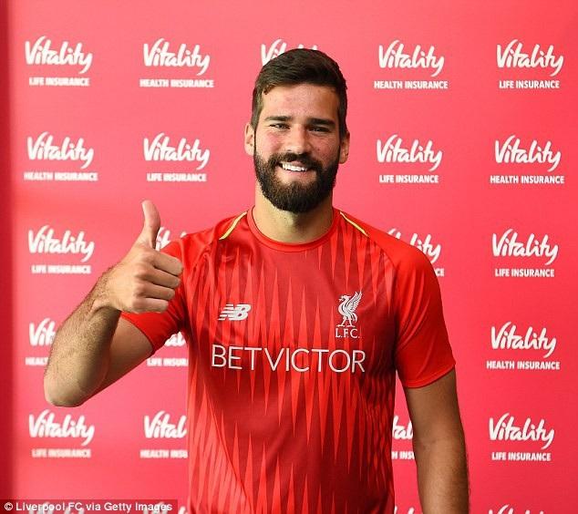 Thủ thành Alisson chính thức là người của Liverpool