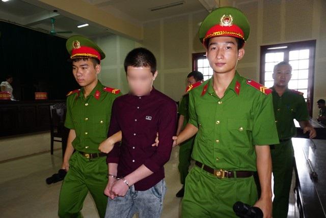 17 tuổi, Nguyễn Văn Khánh phải chịu mức án 6 năm tù về tội Hiếp dâm người dưới 16 tuổi.