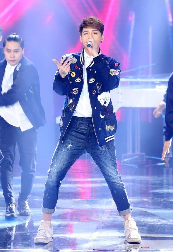 Noo Phước Thịnh hiện tại là 1 nam ca sĩ rất đắt show, ngoài công việc đi hát, anh còn nhận được nhiều hợp đồng quảng cáo và ngồi ghế giám khảo các show truyền hình thực tế danh giá.