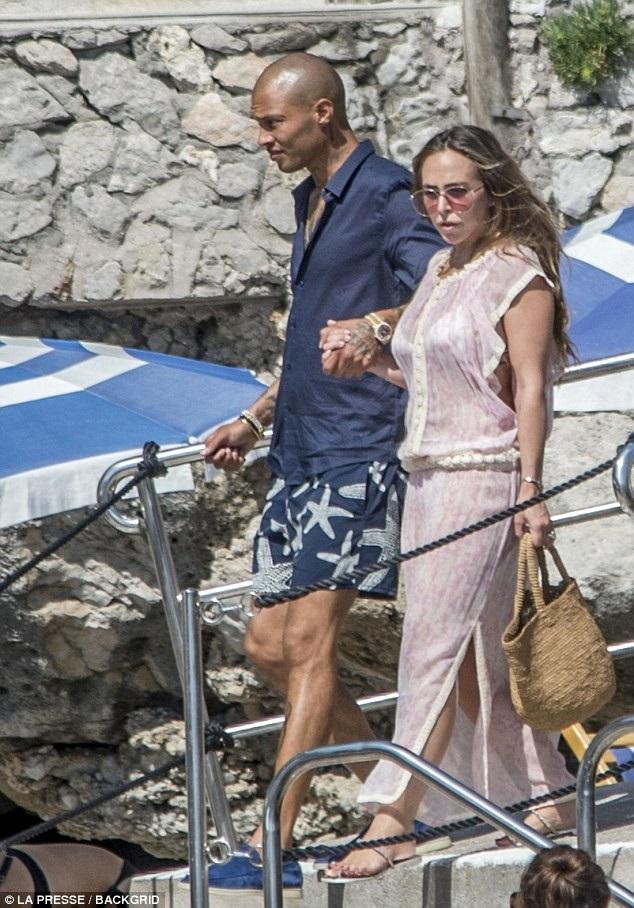 Cặp đôi đang đi nghỉ mát tại Ý cùng gia đình Chloe Green