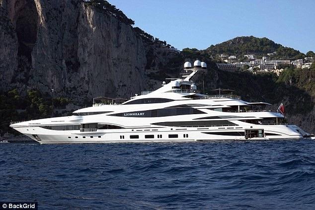 Chloe Green và gia đình đang đi nghỉ hè trên du thuyền siêu sang trị giá hơn 100 triệu bảng Anh