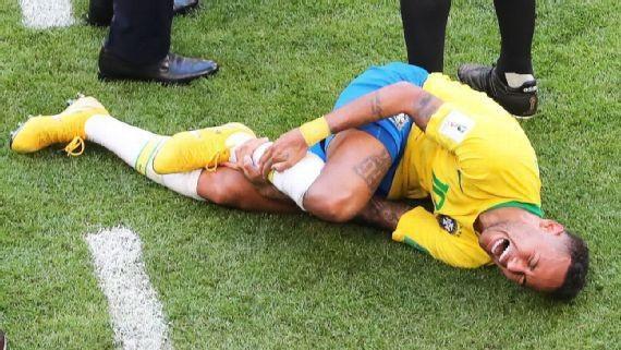 """Neymar bị chỉ trích nặng nề vì những màn """"ăn vạ"""" tại World Cup"""
