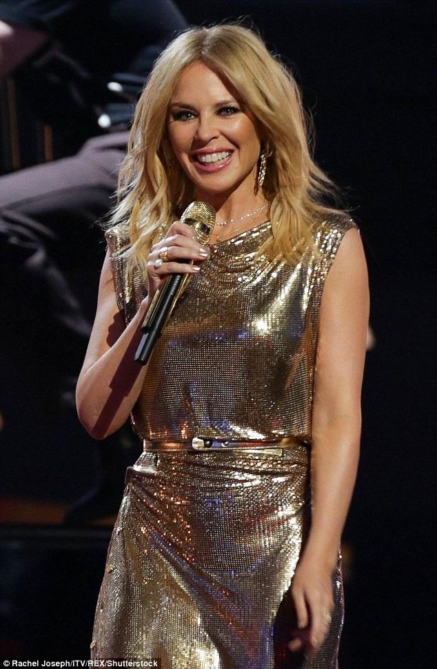 Nhìn Kylie Minogue ít người đoán được là cô đã ở tuổi ngũ tuần