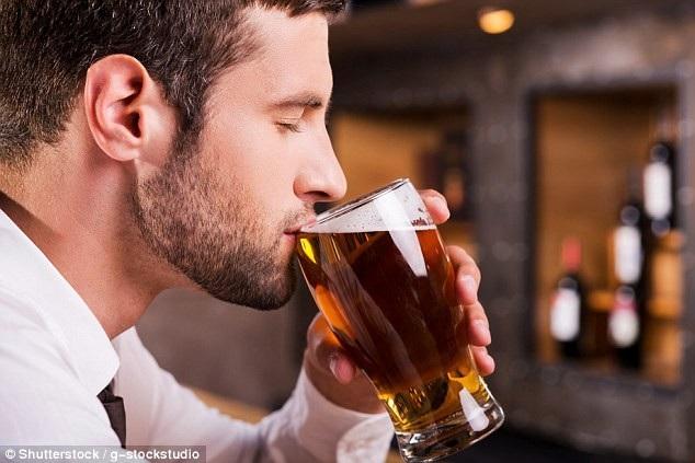 Nghiên cứu cho thấy một vài chai bia nhỏ một tuần hoặc một chai rượu vang thực sự có thể giúp đàn ông bắt đầu một gia đình