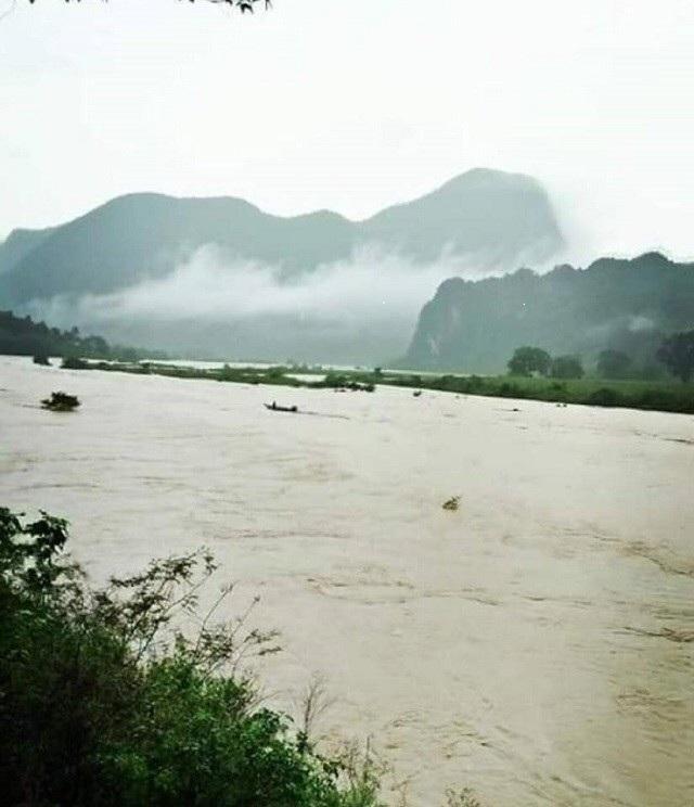 Do ảnh hưởng của mưa lớn, mực nước tại một số sông, suối ở Quảng Bình dâng cao