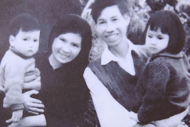 """""""Thời điểm đó, tôi sinh Thanh Lam cùng một buổi với một người phụ nữ ở Phú Thọ và sau đó cũng ở chung một buồng trong khoa sản. Sau 24 giờ, người ta bế con đến cho tôi nhưng khi vừa nhìn thấy con bé tôi đã có linh cảm đó không phải là con mình, NSƯT Thanh Hương - mẹ của diva Thanh Lam chia sẻ."""
