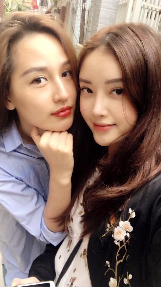 Hai chị em Mai Phương Thuý, Mai Ngọc Phượng thường xuyên selfie cùng nhau. Nếu các đường nét trên gương mặt Mai Phương Thuý sắc sảo thì Mai Ngọc Phượng lại dịu dàng, nhẹ nhàng hơn.