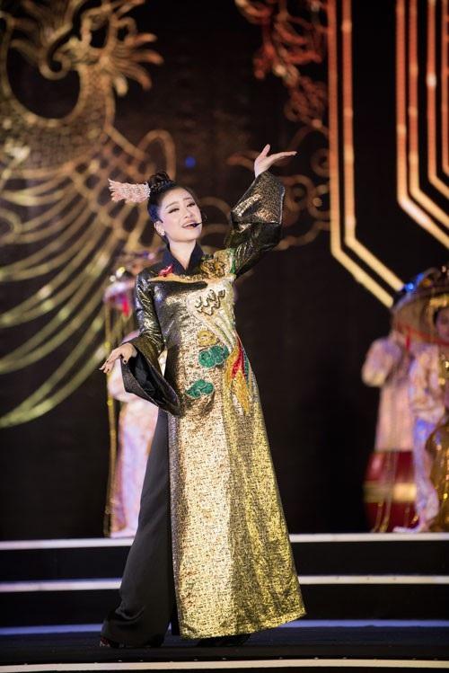 Phần trình diễn của nữ ca sĩ tạo được ấn tượng với khán giả theo dõi chương trình cũng như qua màn ảnh nhỏ.