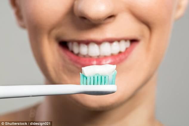 Titan dioxid là chất tạo trắng sáng thường được sử dụng trong thực phẩm, kem đánh răng, mỹ phẩm, thuốc, sơn và giấy
