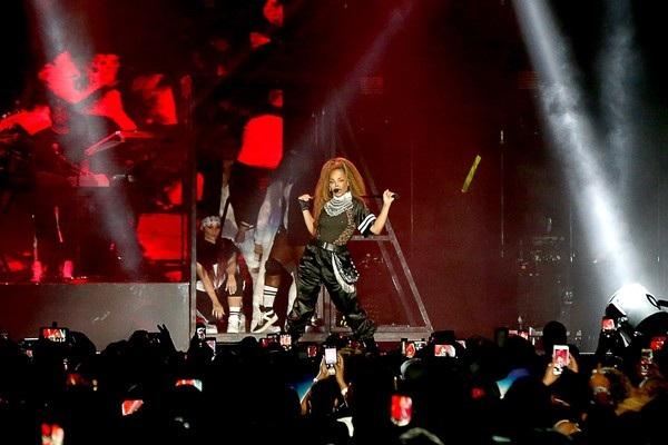 Janet Jackson trình diễn trên sân khấu New Orleans, Louisiana, Mỹ ngày 3/7 vừa qua
