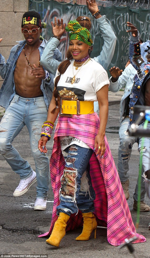 Janet Jackson xuất hiện trẻ trung, cá tính trên đường phố Brooklyn, New York ngày 23/7 vừa qua