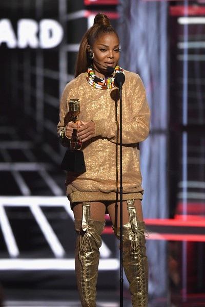 Janet Jackson nhận giải tại lễ trao giải Billboard Music Awards 2018.