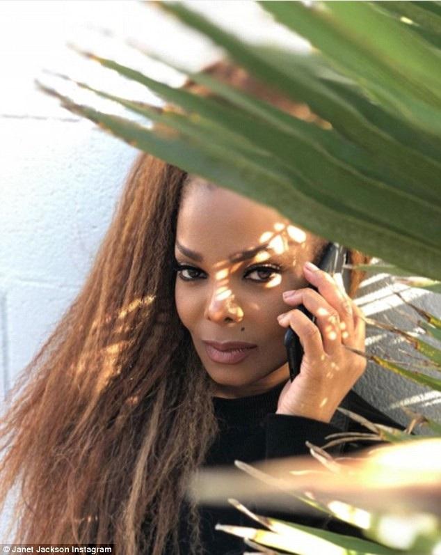 Janet Jackson hiện dồn toàn bộ tâm sức cho công việc và việc chăm sóc cậu con trai 2 tuổi Eissa Al Mana