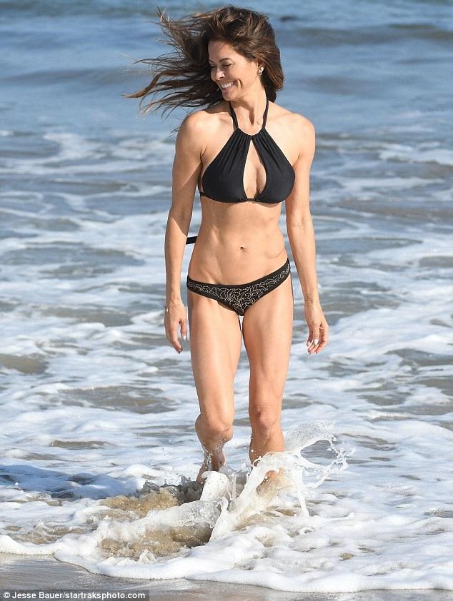 Brooke Burke tiết lộ cô là người cẩn trọng chuyện ăn uống và tập luyện. Cô thường tập gym 1 giờ mỗi ngày