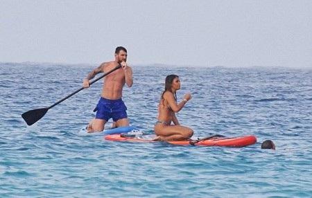 Vợ chồng Messi đã chèo xuồng rất vui vẻ