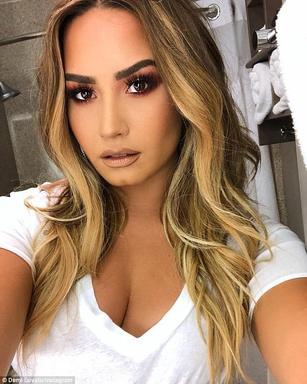 Ca sỹ Demi Lovato được tìm thấy trong tình trạng bất tỉnh tại nhà riêng ở Hollywood hôm thứ 3 vừa qua.Trang TMZ đưa tin, Demi Lovato đã dùng heroin quá liều
