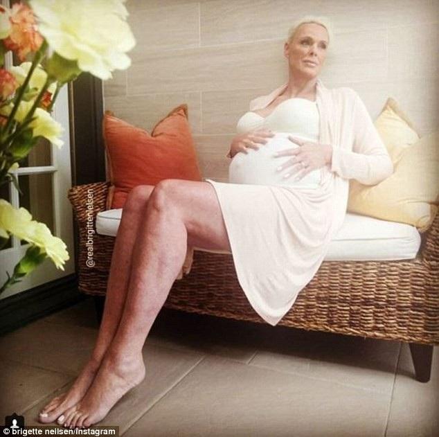 Brigitte Nielsen khi mang thai lần thứ 5 ở tuổi 54