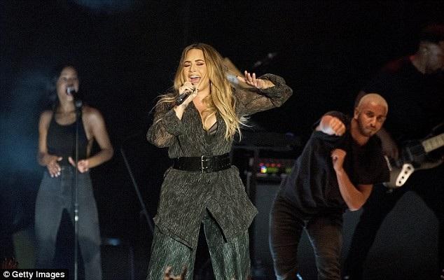 Đại diện của ca sỹ 9X đã lên tiếng rằng Demi Lovato đã tỉnh và cảm ơn những lời thăm hỏi của mọi người
