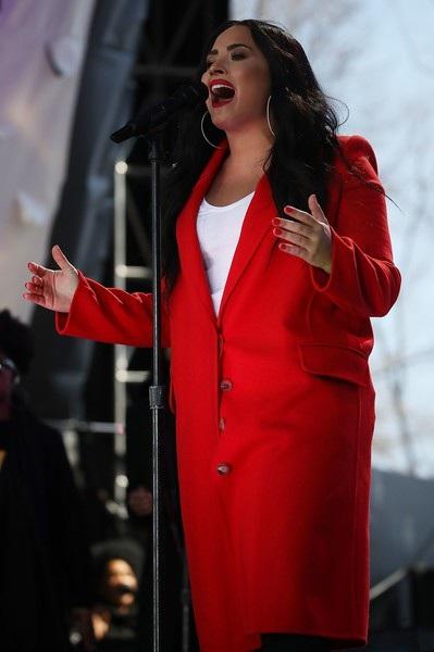 Đại diện của cô không lên tiếng về thông tin Demi phải cấp cứu vì nguyên nhân là sốc thuốc. Buổi diễn của Demi dự kiến diễn ra vào thứ 5 tới tại Atlantic City, New Jersey đã bị hủy bỏ