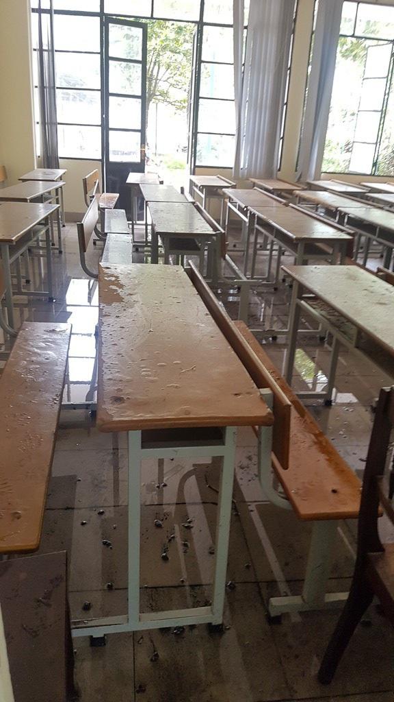 Phòng học bên cạnh hội trường bị ảnh hưởng bới đám cháy