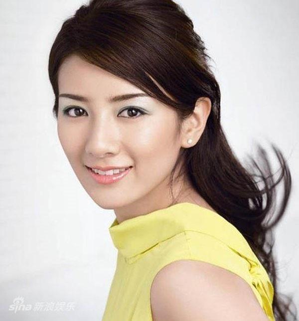 Huỳnh Dịch từng có hai đời chồng và hiện cô đang độc thân.