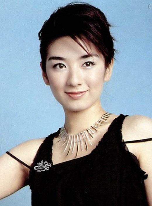 Huỳnh Dịch có con đường phát triển sự nghiệp khá thuận lợi.
