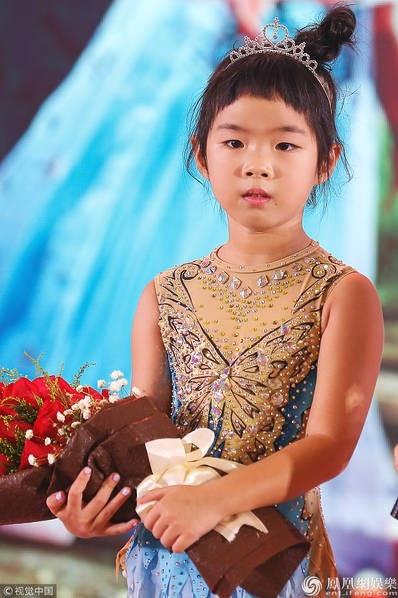 Con gái của Huỳnh Dịch cũng bộc lộ năng khiếu diễn xuất như mẹ.