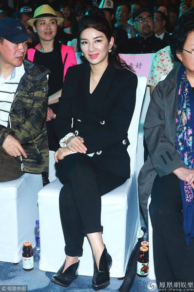 Huỳnh Dịch hiện tại đã ngoài 40 tuổi và trông rất khác lạ.